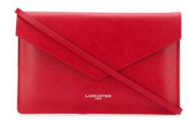 Bolso de mano Lancaster rojo en oferta. Para más descuentos y promociones, visita PromoDromo.
